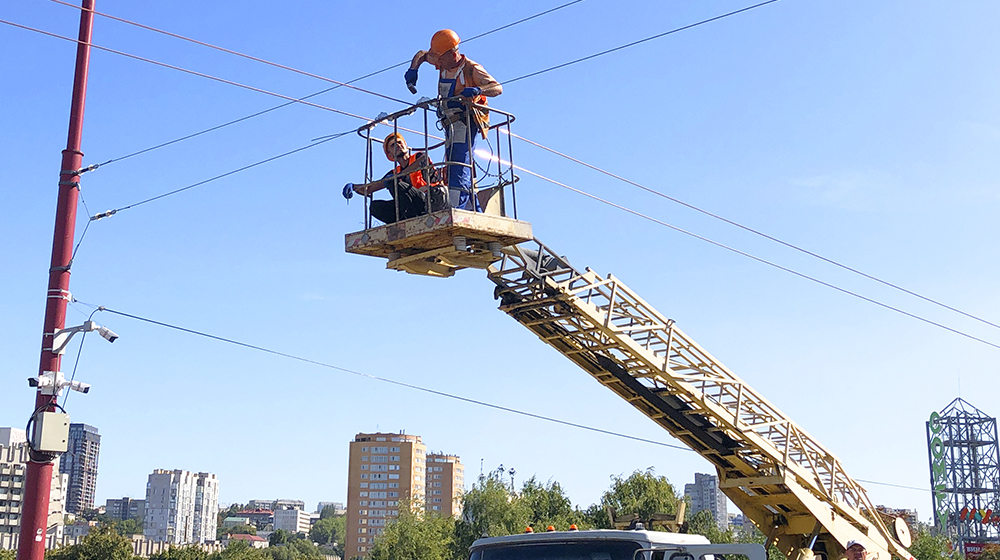 We carry out the construction and reconstruction of street lighting and electrical communications of municipal electric vehicles